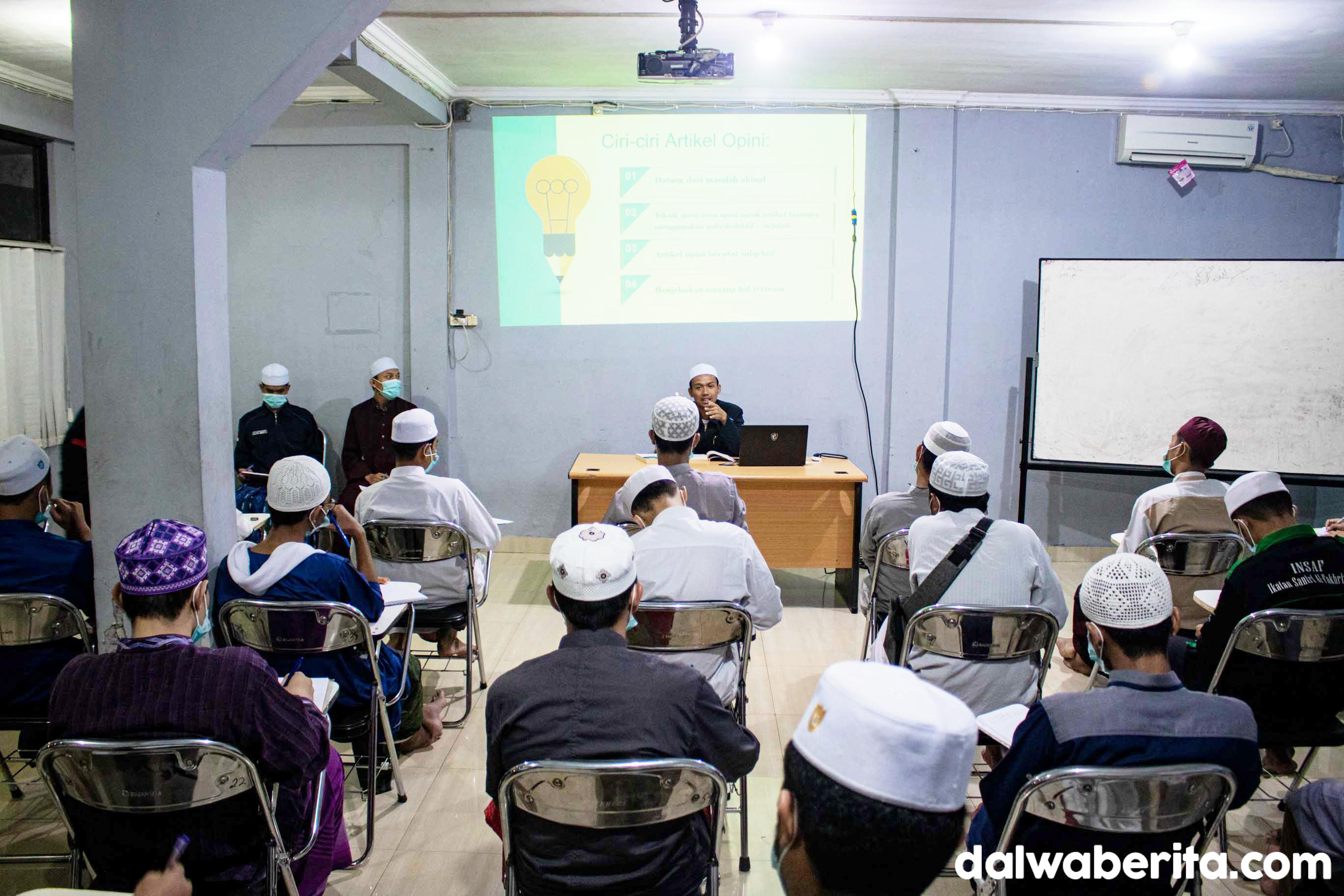 LPM Dalwa Berita Dorong Santri dan Mahasiswa Terampil Menulis Opini